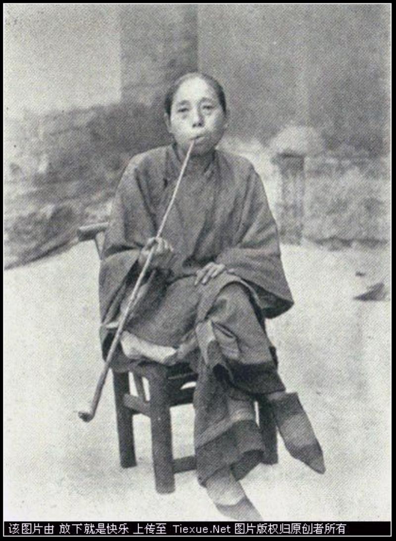 一套现代女性缠足照_女子缠足一直延续到20世纪的民