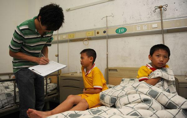 本报讯 (记者 李京)昨日上午,22名香洲区吉莲小学的学生发生