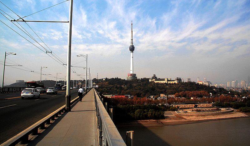 3,汉阳龟山上的电视塔
