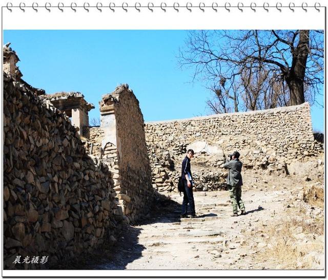 灵泉寺遗迹的正门受到了格外的关注