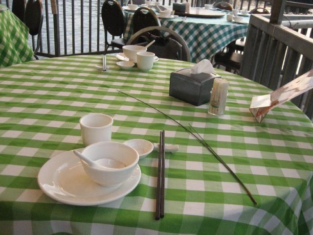 绿格子台布,我肿么觉得,tvb里面的海鲜餐厅都是这个台布?