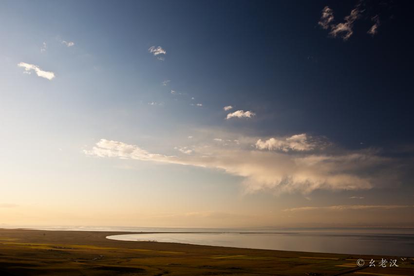 纯净的蓝天白云舒卷苍鹰盘旋;辽阔的草原草青花红,牛羊如云;仙米林区