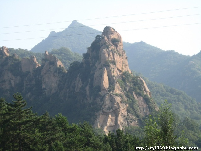 大青山到目前还没有被开发成景区,没有一定吃苦冒险精神的都市游人最