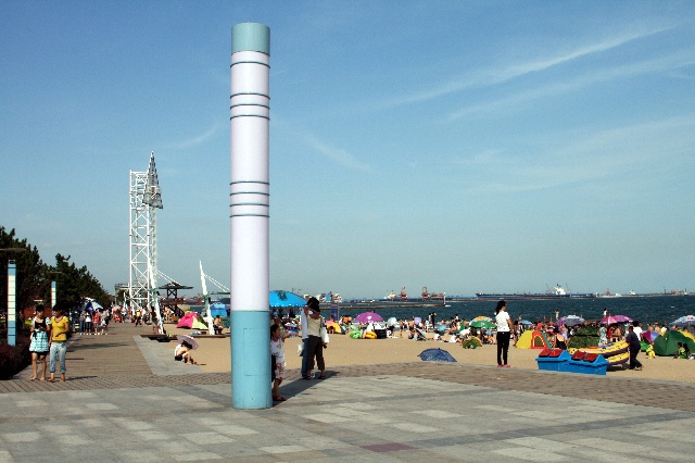 东港路的尽头,就是秦皇岛东浴场.