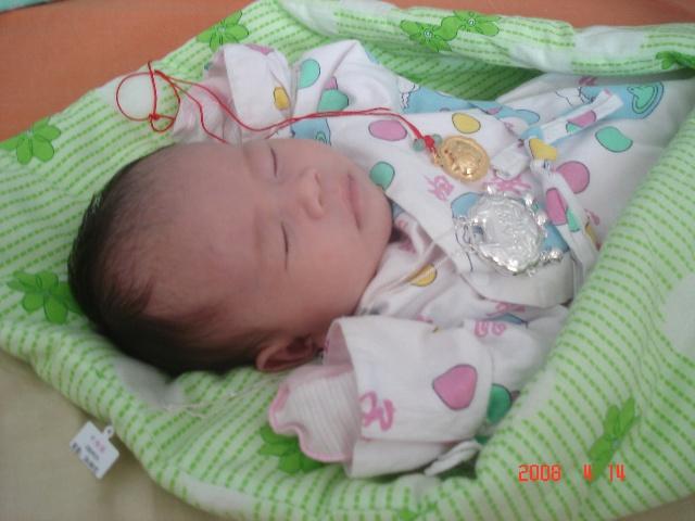 宝宝的成长记录 满月期间 我生了一个小老头 妈咪宝宝