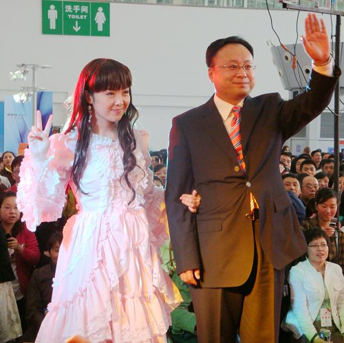 4月11日哈尔滨首届婚博会——龙广主持人婚纱秀图片