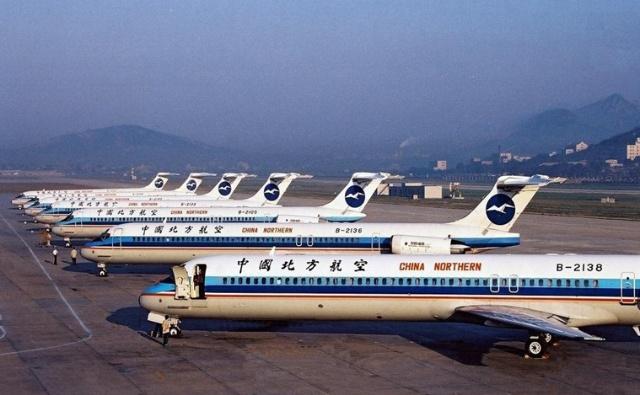 中国民航史上最倒霉的客机 国际民用航空器注册号B-2138,美国麦道公司生产的第1702架DC-9系列机,由中国(上海)组装的第23架MD-82。1991年7月21日交付中国北方航空公司使用。于是,B-2138就这样开始了它的生命之旅。   为什么我说它是最倒霉的客机呢?这得从这架客机短短11年的服役期的故事说起。   1993年11月12日,B-2138执行航班CJ6353次长春至福州航线的飞行任务,机上共有机组人员5人,乘客54人。   上午8时许,劫机犯韩书学与李向誉在经过一番细致周详的准备后,带着