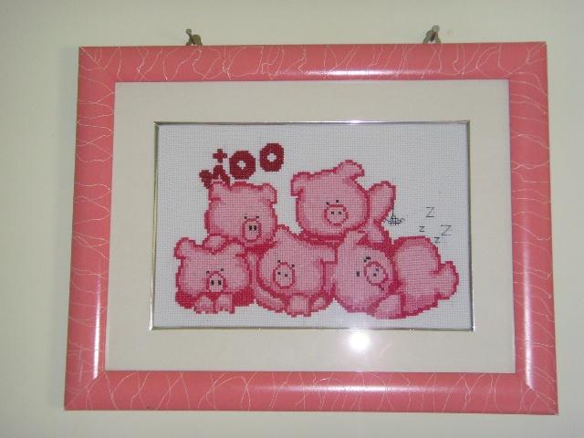 不知道为什么,学绣十字绣我只喜欢小动物,第一幅作品就选了五只小猪