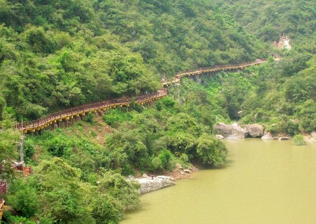 汉中石门国家水利风景区位于汉中市北18公里的褒河谷口,以石门水库为