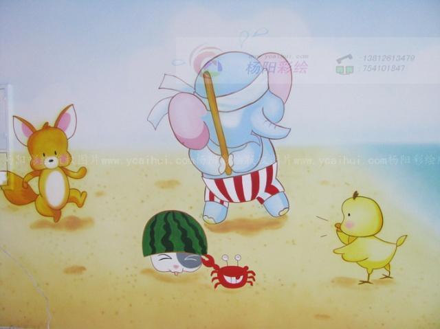 金色的沙滩上有小动物们在