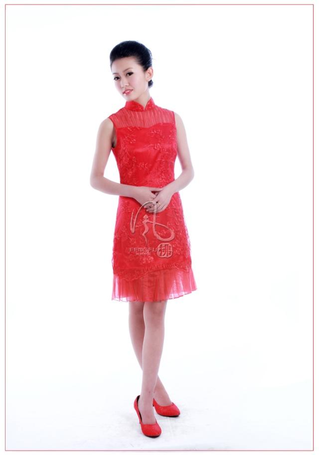 风拂新娘旗袍的今天图片
