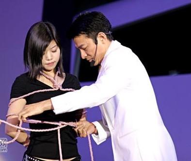 ,发现国内有关绳艺捆绑的工作室... 其实,捆绑美女的鼻祖,当属日本...